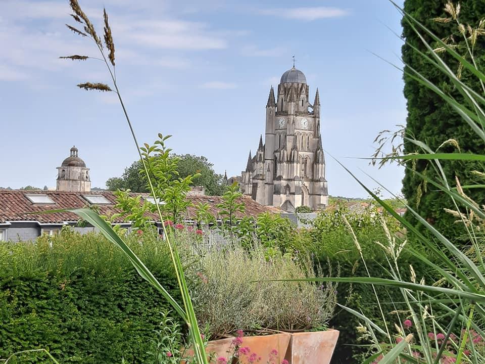 Saintes et ses jardins privilégiés