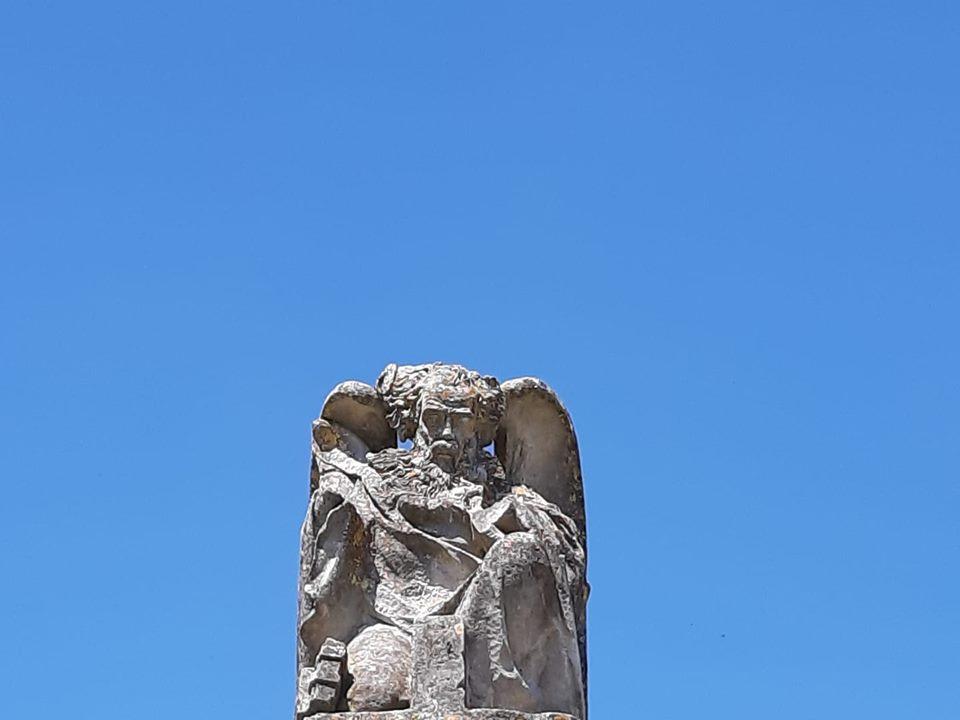 Saintes et ses énigmatiques statues…