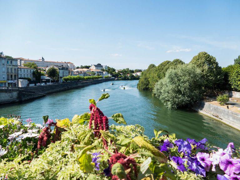 La Charente à Saintes vers l'aval