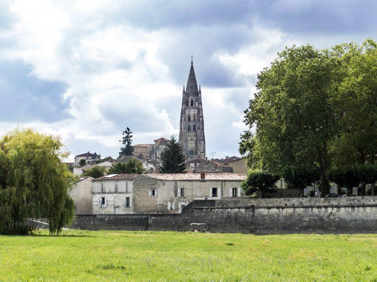 Saint-Eutrope vue depuis la Charente